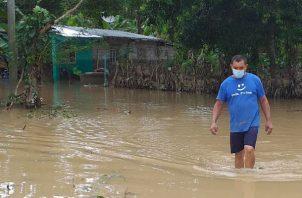 La población chiricana está atemorizada, ya que aún no se reponen del paso del huracán Eta. Foto: Mayra Madrid.