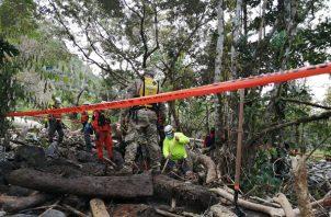 Las autoridades trabajan en cuatro frentes de búsqueda en los ríos y las áreas donde se registraron deslizamientos en las comunidades de Tizingal, Morgan & Morgan, Chiriquí Viejo y Jimmy Carter, para localizar más víctimas.