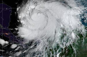 Imagen satelital del huracán Iota