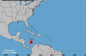 Iota se convierte en huracán.