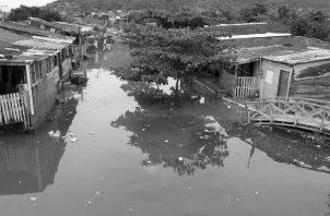 La furia de los huracanes Eta y Iota no nos dejan dudas de que somos vulnerables a los embates de las tragedias naturales. Foto: EFE.