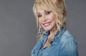Dolly Parton figura como una de los principales inversores de la investigación científica. Foto: Instagram