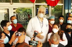 Un grupo de 23 médicos intensivistas del Complejo Hospitalario denunciaron que se les pone en riesgo por la falta de recursos.