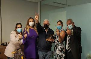 Expresidente Ricardo Martinelli junto a sus abogados
