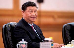 China aspira a convertirse en el primer país del mundo en producir una vacuna a gran escala contra la COVID-19.