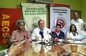 De acuerdo con los gremios de la salud, se ha infringido en derechos constitucionales y legales de los trabajadores incluso para el disfrute de vacaciones.