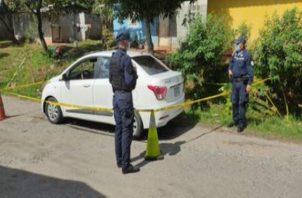 Además de la droga las unidades de la Policía Nacional incautaron armas y dos vehículos.