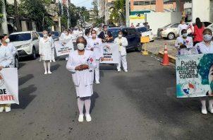 Las enfermeras marcharon hacia la Presidencia.