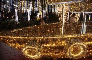 Todos los años antes de Navidad se iluminan diferentes parques de la ciudad de Panamá.