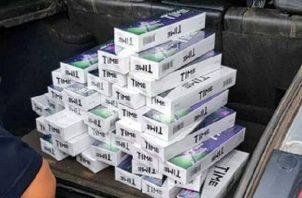 Los funcionarios de aduanas informaron que la mercancía de supuesto contrabando era transportada en un auto particular. Foto: @aduanaspanama