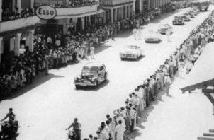 En tierra panameña la comitiva recorrió las abarrotadas calles de Colón, hasta llegar al palacio municipal a donde recibió las llaves de la ciudad.