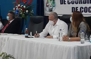 En el encuentro participaron, además de los exgobernadores de la provincia y altos dirigentes de partidos políticos de la región, más de una veintena de personas que están comprometidas con la región.