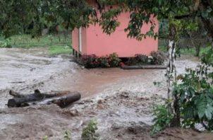 El mal tiempo no ha cesado en la provincia de Chiriquí que mantiene una alerta verde por parte de las autoridades de Sinaproc, debido a las fuertes lluvias que se han registrado en los últimos días.