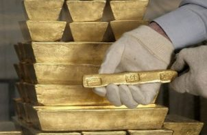 Los precios del oro podrían recuperar niveles de 1.900 y 1.950 dólares, según Diego Morín. EFE