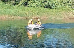 La alerta al Sinaproc, la efectuó un pescador que había divisado el cadáver. Foto: José Vásquez.