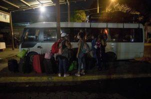 Extranjeros salen de Panamá en medio de la pandemia.
