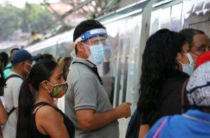 El Metro de Panamá recomienda a los usuarios usar la careta facial para una mayor protección contra el coronavirus. Foto cortesía Metro de Panamá