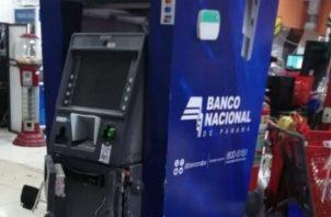 Al cajero automático del BNP violentado, no le lograron sacar el dinero. Foto: José Vásquez.