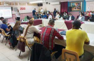 Autoridades educativas y dirigentes de los educadores se reunieron en varias ocasiones para discutir sobre el próximo año lectivo. Foto de cortesía
