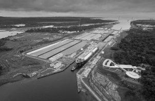 La construcción de la vía del ferrocarril, en 1850; el fracasado intento del Canal francés, en 1872; y hasta pasamos por alto, lo que ha estado allí siempre presente a nuestros ojos, desde 1914: el gran Canal de Panamá. Foto: Cortesía.