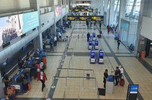 Decenas de países de Europa y América han prohibido el ingreso de vuelos de Gran Bretaña.