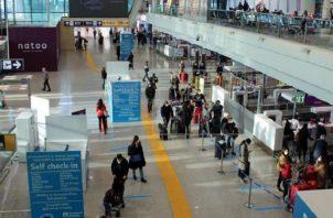 Varios países han restringido los vuelos procedentes de Reino Unido.