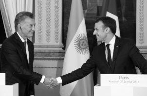 Encuentro el 26 de enero de 2018 en Francia, entre los presidentes Mauricio Macri, Argentina, y Emmanuel Macron, Francia. Foto: EFE.