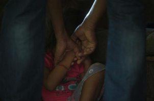 La menor de 3 años fue amordazada por los delincuentes en la casa, junto con un hombre y una mujer. Foto ilustrativa