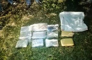 Se decomisaron 16 paquetes rectangulares de supuestas sustancias ilícitas. Foto: José Vásquez.