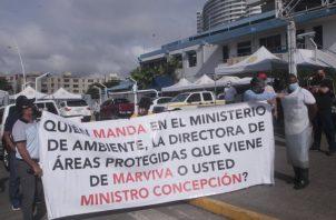 Los pescadores protestaron en la mañana de ayer. Foto de Víctor Arosemena