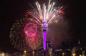 Los fuegos artificiales fueron la gran atracción del recibimiento del nuevo año en Nueva Zelanda.