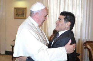 El Papa recordó con cariño a Maradona.