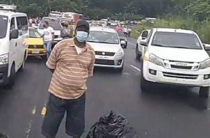 Juan Góndola, presidente de la junta local del lugar manifestó que durante la pandemia han tenido que aglomerarse cuando llegan los camiones cisterna y la gente está cansada de esto.