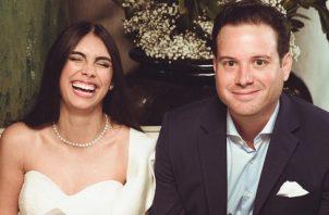 Elizabeth Grimaldo y su esposo. Instagram