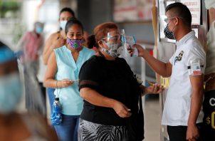 Desde este lunes y hasta el 14 de enero se aplica la movilidad por género y último número de la cédula en las provincias de Panamá y Panamá Oeste. Foto: EFE