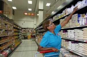 Pedro Acosta, miembro de Unión Nacional de Consumidores y Usuarios de la República de Panamá (UNCUREPA), dijo que entre más información se le de al consumidor es mucho mejor.
