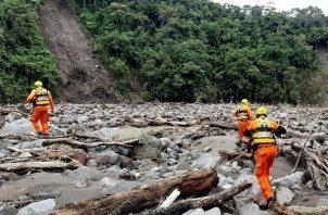 El equipo se mantendrá por varios días en el área con el objetivo de recuperar los cuerpos de tres menores y tres adultos.