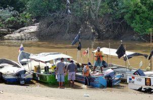 En la reunión se instó a los pescadores a constituirse en cooperativas.
