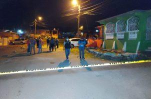 La Policía Nacional llegó y la acordonó para preservar la escena del crimen. Foto: Diómedes Sánchez
