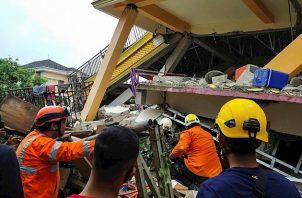 Al menos 34 personas muertas y 637 heridas dejó sismo en Indonesia. Foto:EFE