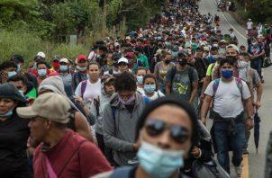 Los caminantes dicen huir de la inseguridad, la pobreza y la falta de oportunidades de empleo en Honduras. EFE