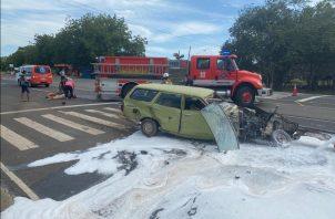 Bomberos y paramédicos del 911 brindaron los primeros auxilios. Foto:Thays Domínguez