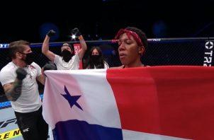 Joselyne Edwards celebra su victoria.