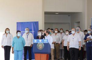 El presidente Laurentino Cortizo hizo un recorrido hoy por la Ciudad de la Salud.