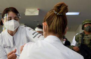 En otros países, como México, ya ha iniciado la vacunación. EFE