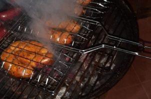 El chorizo de puerco es un bocado tradicional en Panamá, pero, cada pueblo tiene una manera distinta de preparar este embutido. Foto: Instagram / @tamaleschorizos