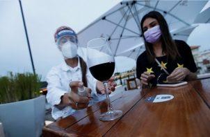 Los restaurantes al aire libre pueden irse preparando, según el Minsa.