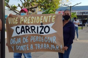 Los manifestantes gritaron consignas en contra del vicepresidente José Gabriel Carrizo.