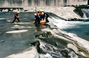 Se conoció que el joven fue identificado como Fermin Ábrego, quién presuntamente se bañaba en este afluente cuando perdió la vida.