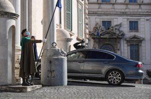 El primer ministro de Italia, Giuseppe Conte, renunció al cargo. Foto:EFE